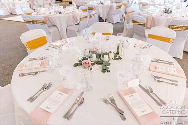 A white wedding at Radnor Homestead